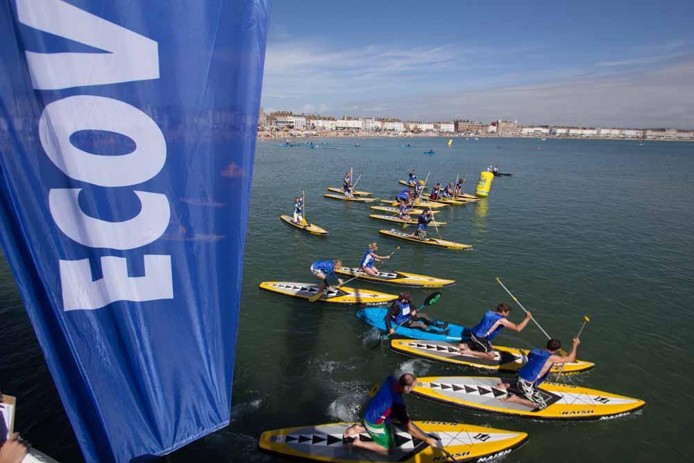 ผู้เข้าแข่งขันกว่าหลายร้อยเข้ามาแข่งยังที่ Weymouth Ecover Blue Mile